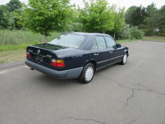 39 87 mercedes benz 300d turbo diesel excellent one owner no reserve. Black Bedroom Furniture Sets. Home Design Ideas