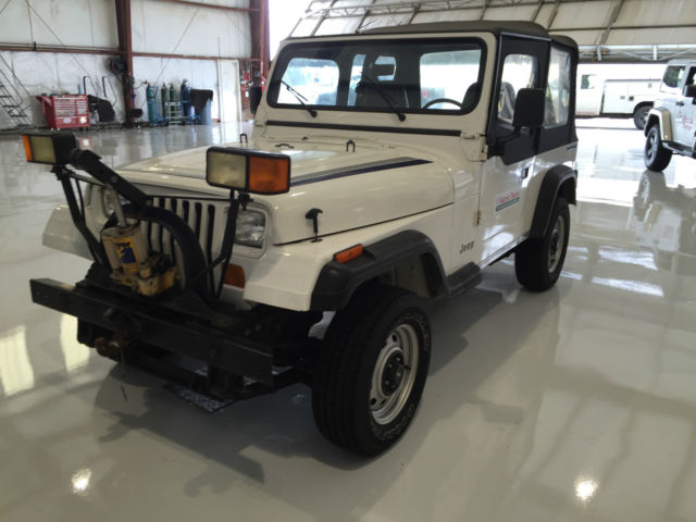 189 jeep wrangler yj 4wd with snow plow attachment. Black Bedroom Furniture Sets. Home Design Ideas