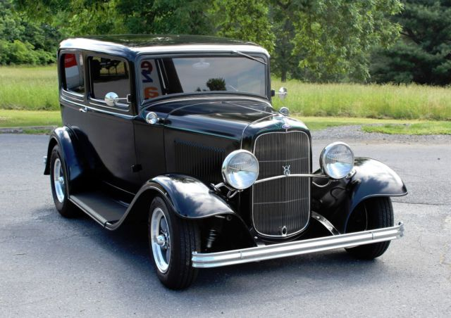 1932 ford sedan 2 door gibbons body outlaw chassis for 1932 ford 2 door coupe