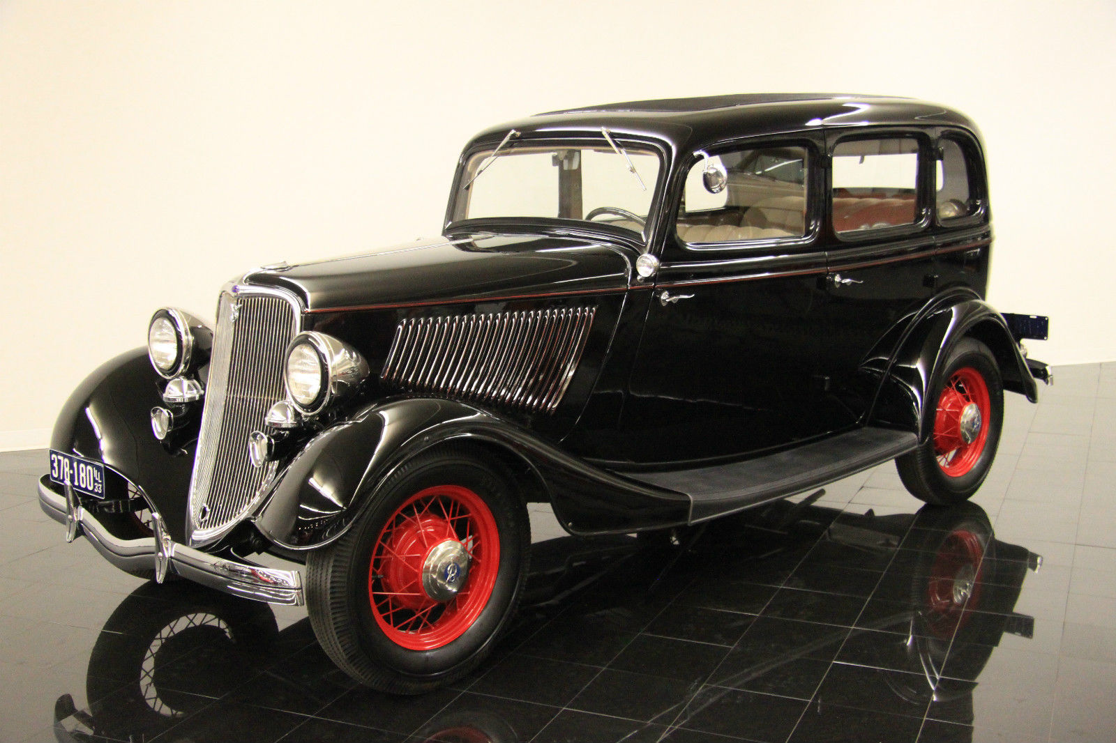 1933 ford model 40 deluxe fordor sedan concours restoration cartouche interior. Black Bedroom Furniture Sets. Home Design Ideas
