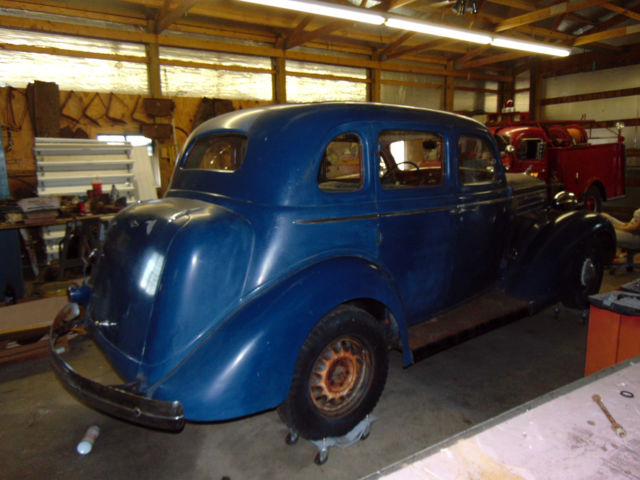 1935 dodge du sedan suicide doors blue barn find for 1935 dodge 4 door sedan
