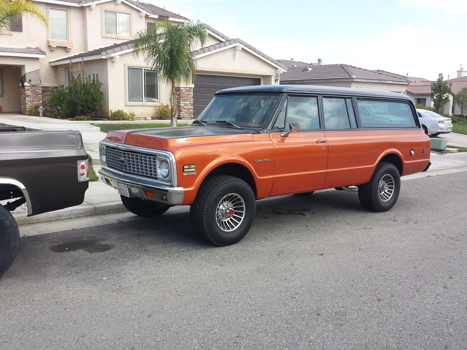 1971 Chevy Suburban 4x4 Automatic 3/4 ton Coolest Suburban Runs great!