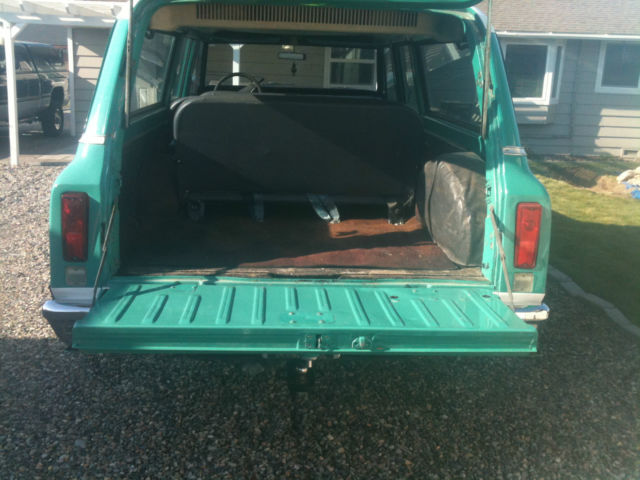 1972 chevy custom 100 3 door 4x4 suburban 9 passenger with a hatch tailgate. Black Bedroom Furniture Sets. Home Design Ideas
