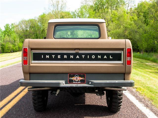 1972 International Harvester 1210 Travelette 4x4 Pickup