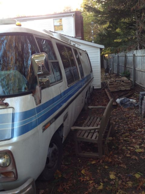 Front Wheel Drive Camper : Gmc motorhome blue and white front wheel drive