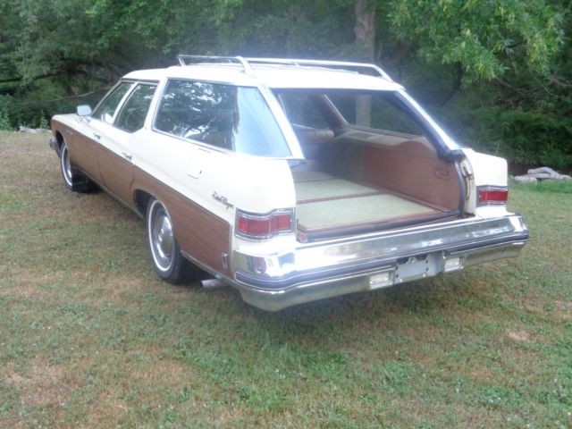 1975 Pontiac Catalina Safari in Cranberry Metallic ... |1975 Catalina Station Wagon Buick