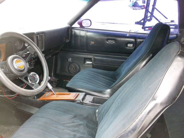 1977 Chevy Monte Carlo Muscle Car Swivel Buckets Center