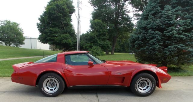 1979 corvette t top coupe red l82 emblems s match runs strong new paint. Black Bedroom Furniture Sets. Home Design Ideas