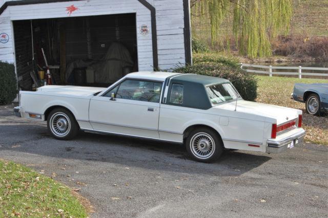 1981 Lincoln Town Car Base Sedan 2 Door