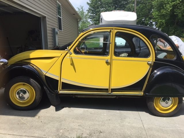 1982 citroen 2cv charleston black yellow. Black Bedroom Furniture Sets. Home Design Ideas