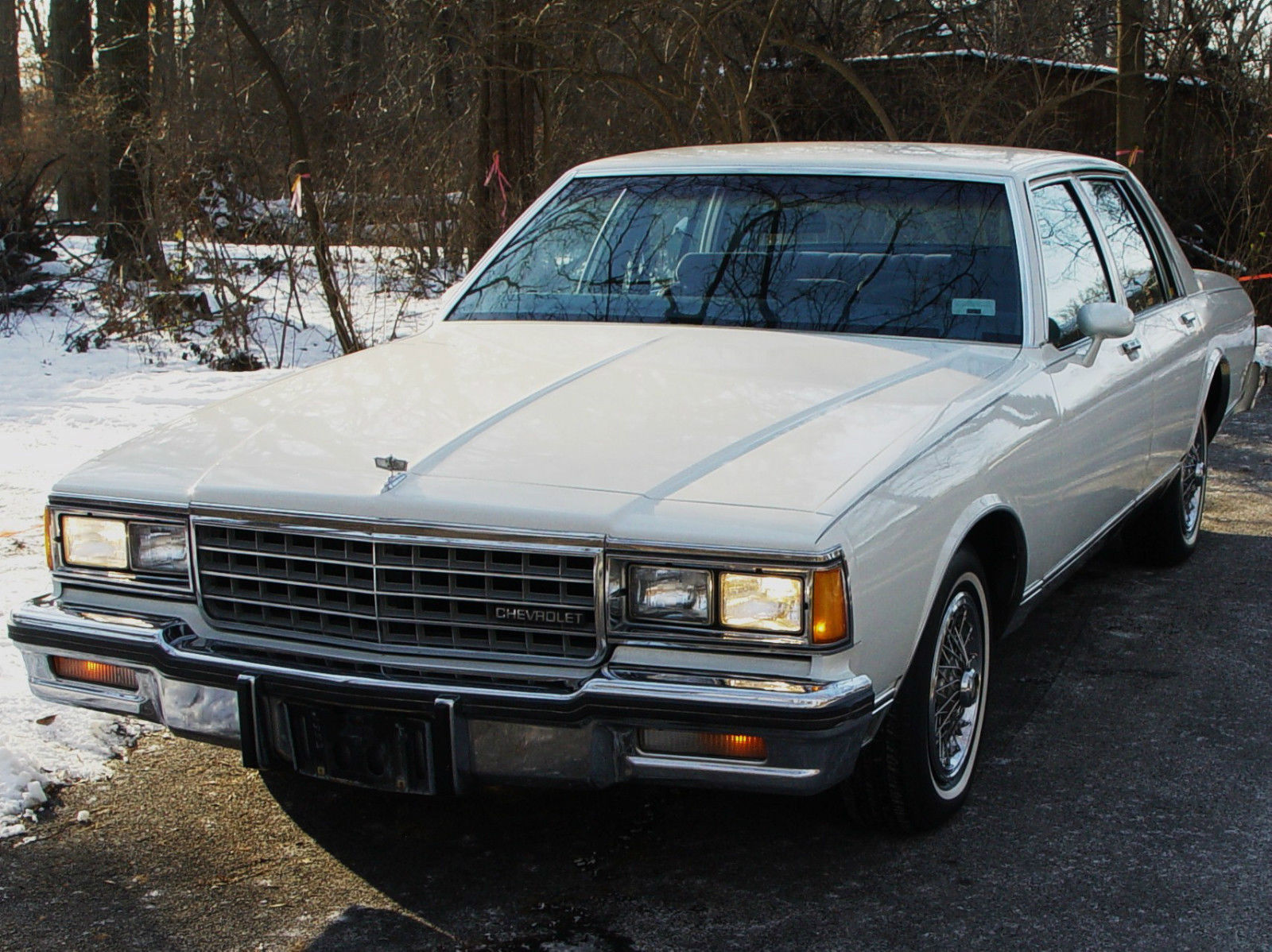 1984 chevy caprice classic white low miles amazing. Black Bedroom Furniture Sets. Home Design Ideas