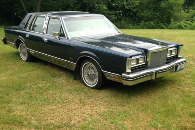 1984 Lincoln Town Car Signature Series Gold Edition
