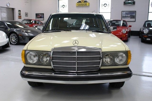 1984 Mercedes Benz 300 Series 300td T 372918 Miles White