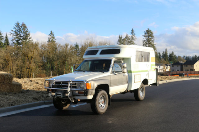 1984 Toyota Chinook 4X4 Camper, pop top, straight axle
