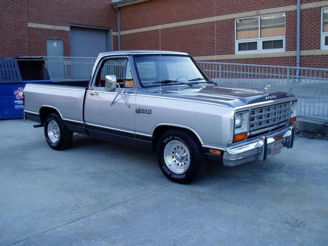 1985 dodge ram 150 se low miles garage kept v8 auto a c. Black Bedroom Furniture Sets. Home Design Ideas