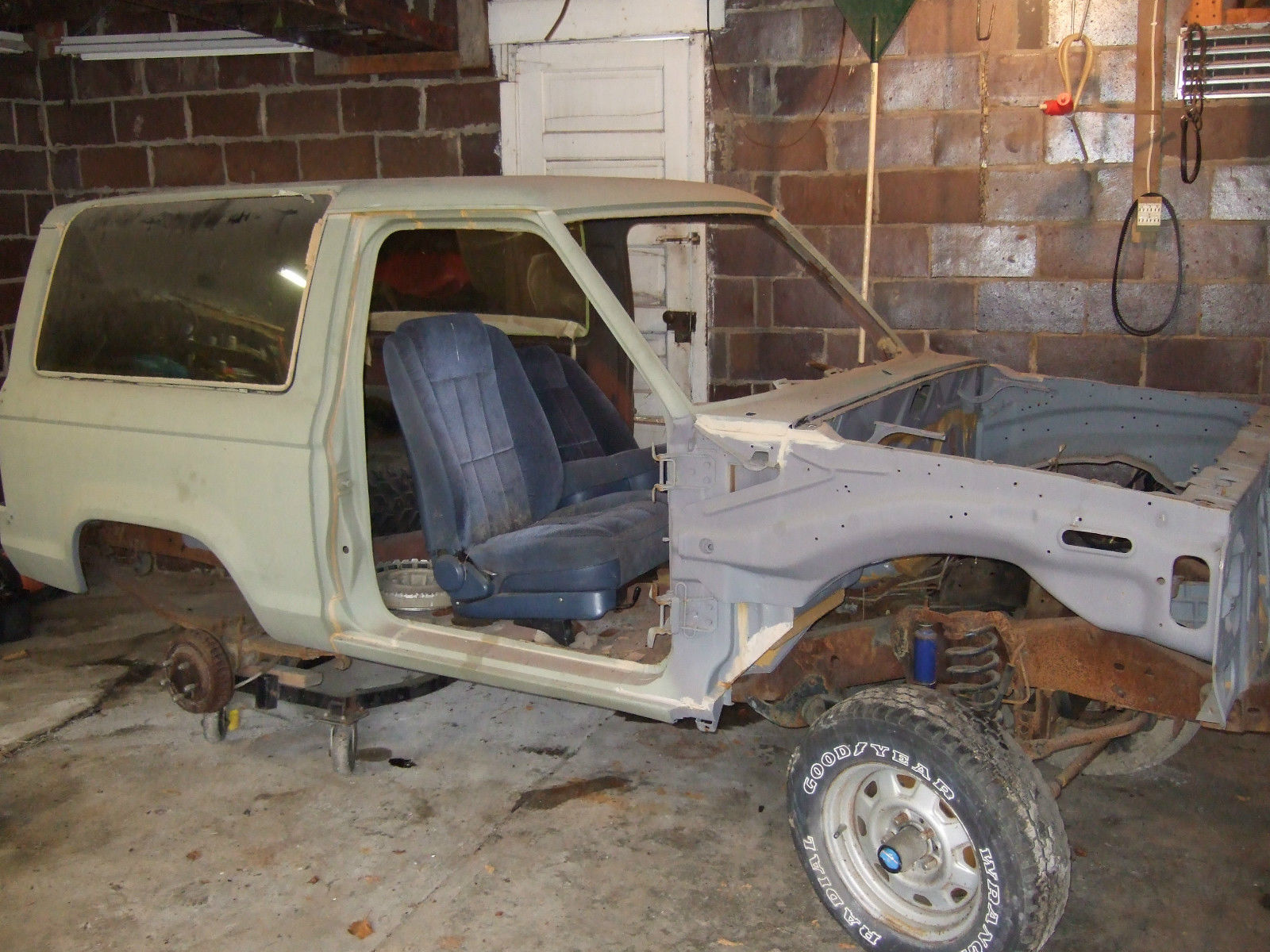 1985 Ford Bronco Ii Base Sport Utility 2 Door 28l 83 88 Ranger Parts