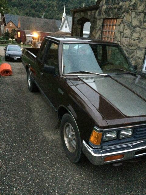 1985 nissan pickup truck 720 king cab. Black Bedroom Furniture Sets. Home Design Ideas
