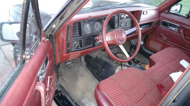 1986 Jeep Comanche 25 4x4 5 Speed Black Burgundy Interior