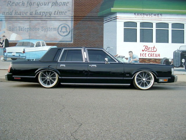 1988 Lincoln Town Car Show Winner Bagged