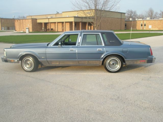 1988 lincoln town car signature series low miles nice ride. Black Bedroom Furniture Sets. Home Design Ideas