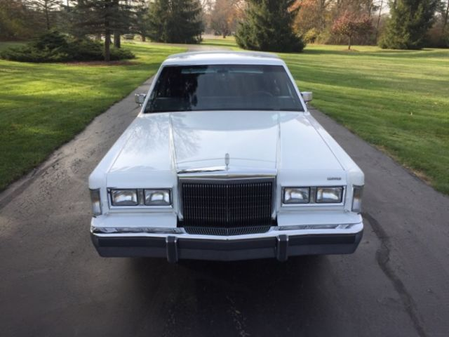 1988 Lincoln Town Car Signature Series Only 13 648 Actual Miles