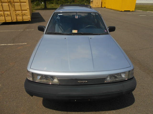 1988 toyota camry dlx wagon 4-door 2. 0l manual transmission low.