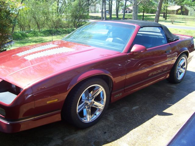 1989 chevrolet iroc z28 convertible bargin here hot rod camaro have c10 also. Black Bedroom Furniture Sets. Home Design Ideas