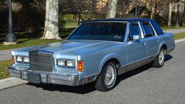 1989 Lincoln Town Car Signature Series 4d Sedan