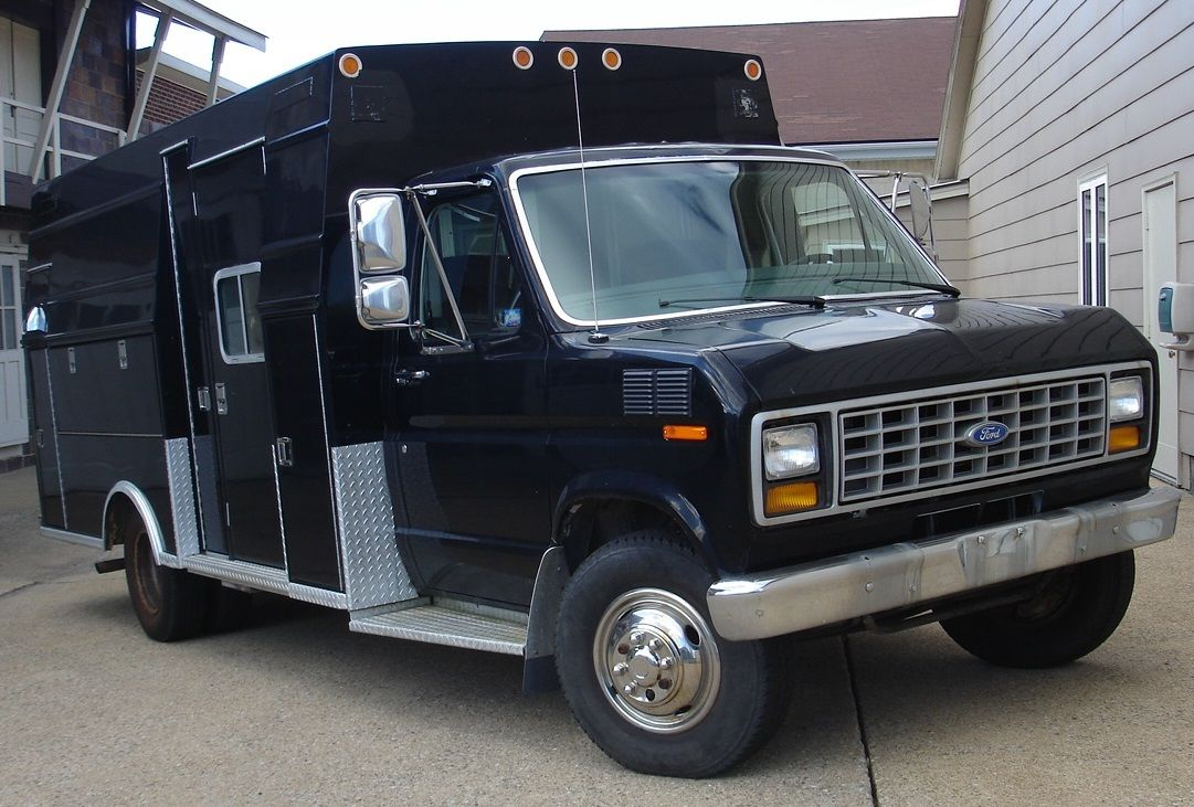 1991 ford e350 diesel cut away with 14 aluminum modular body former ambulance