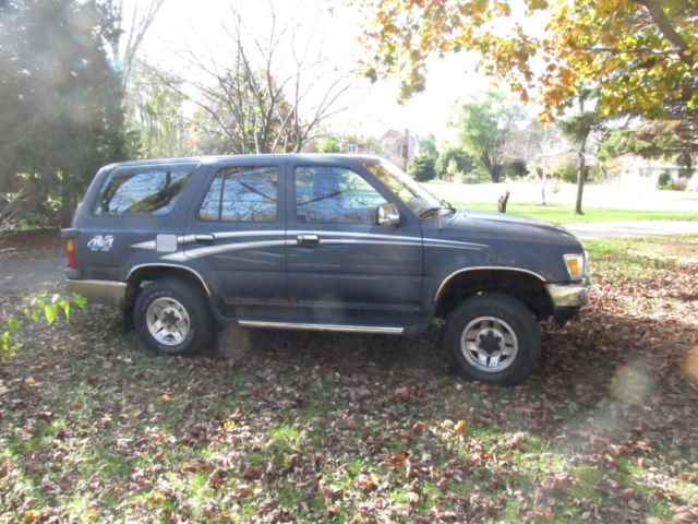 1991 toyato 4runner with sun roof 4 wd 121k miles great for winter. Black Bedroom Furniture Sets. Home Design Ideas