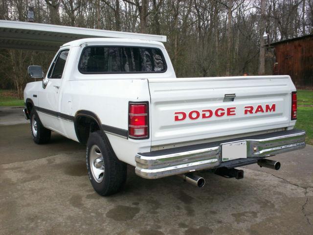 1993 dodge ram d150 318 magnum 5 speed manual shortbed rust free 1st gen truck. Black Bedroom Furniture Sets. Home Design Ideas