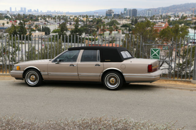 1993 Lincoln Town Car Presidential Town Sedan