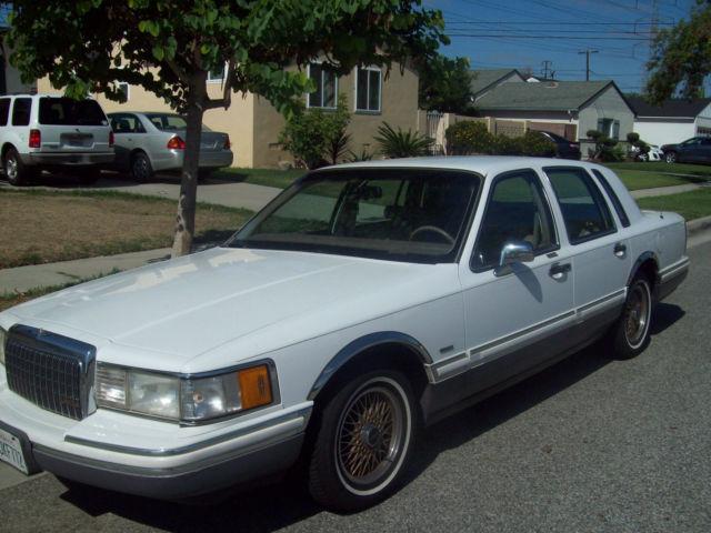 1993 lincoln town car signature sedan 4 door 4 6l. Black Bedroom Furniture Sets. Home Design Ideas