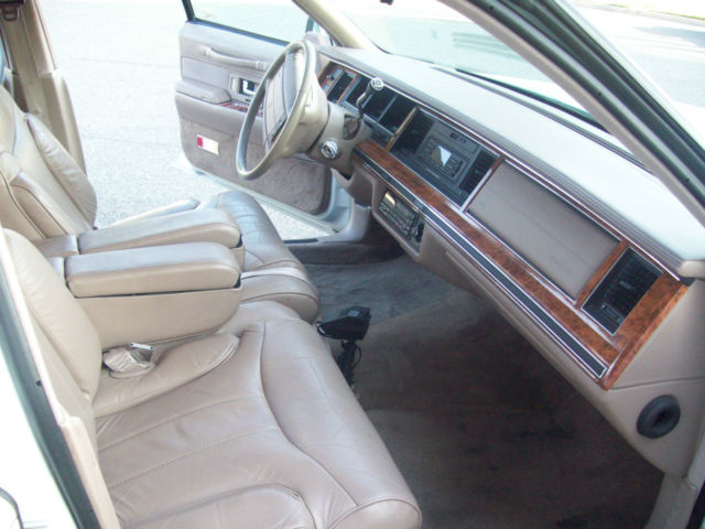 1993 lincoln town car signature sedan 4 door 4 6l. Black Bedroom Furniture Sets. Home Design Ideas