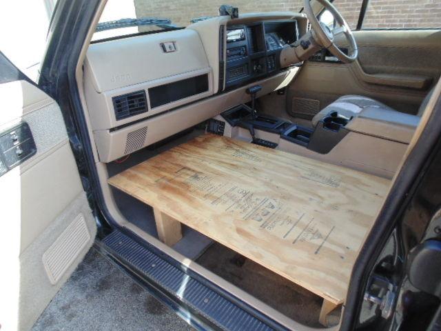 1994 Black Jeep Cherokee Right Hand Drive 4x4 Great Shape