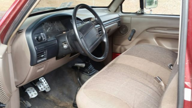 1996 Ford Bronco XL   4WD, 5 Speed, Cloth Interior, Red, Runs Well, Many  Extras