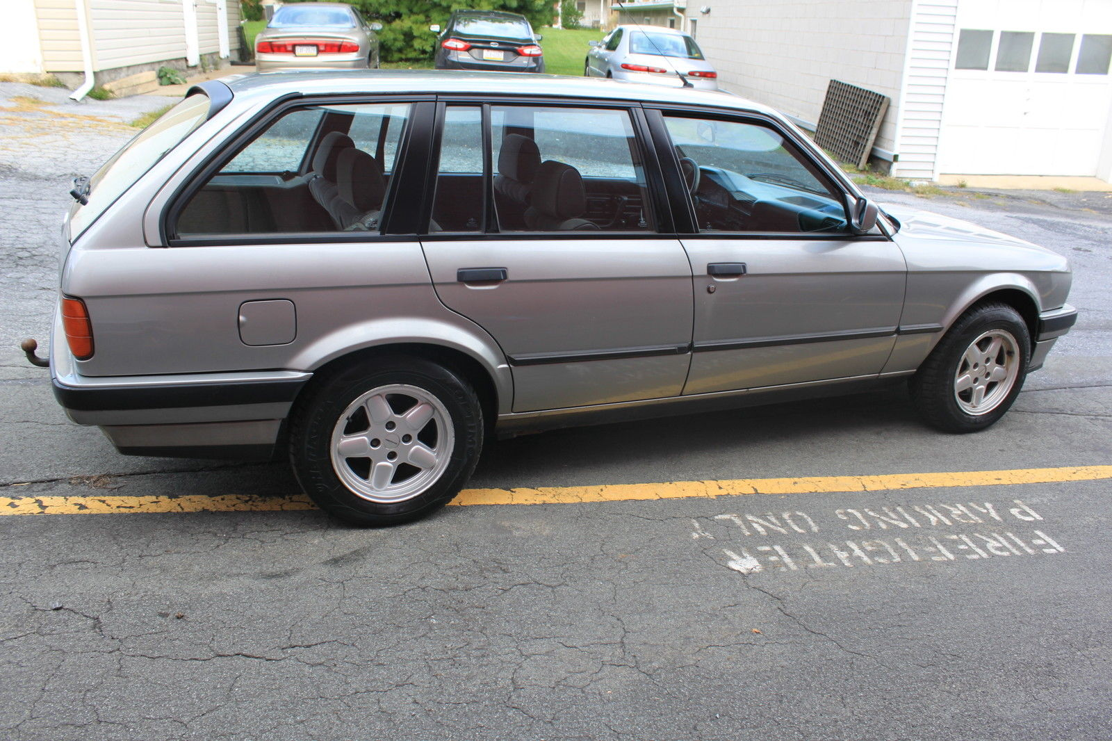 BMW E30 wagon 318i touring manual 5-speed (318is, 325is, 320i, 325i, 325e,  m3)