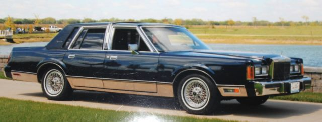 Chuck Berry S 1989 Lincoln Town Car Own A Piece Of Rock N Roll