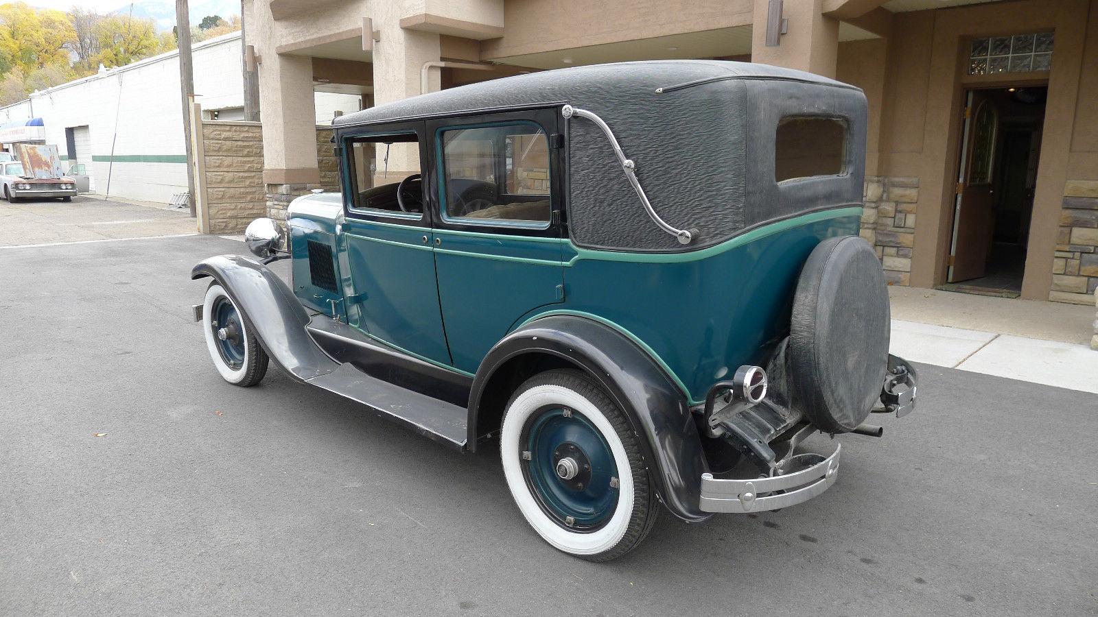 Classic 1928 Oldsmobile Six F28 Landau Deluxe Sedan