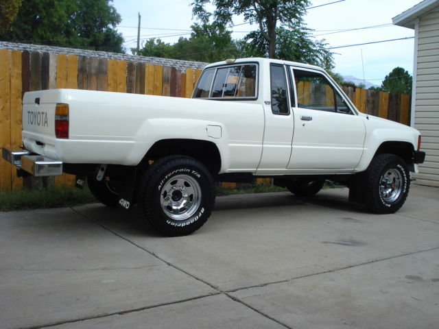 Classic 1985 Toyota 4wd Extended Cab Pickup Truck 22r 4x4 Vintage Straig