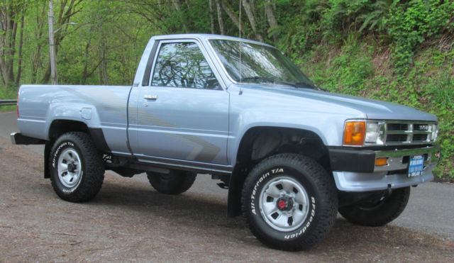 clean rare toyota pickup 4x4 pickup truck 22re 5spd hilux tacoma 4wd low miles. Black Bedroom Furniture Sets. Home Design Ideas