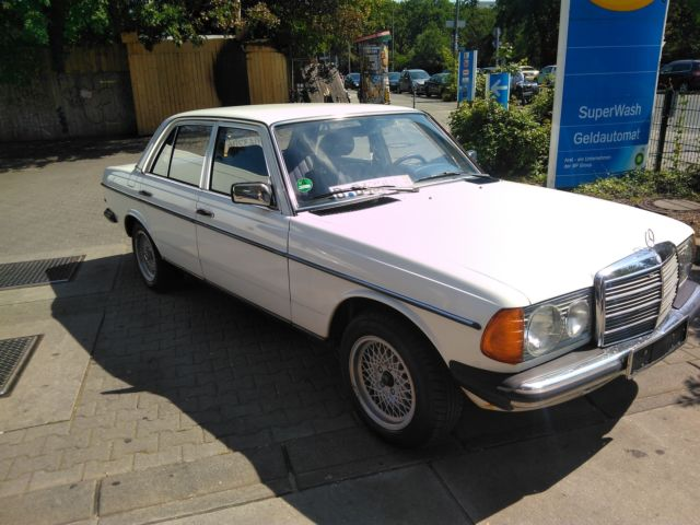Mercedes Benz 230e W123 Born 1981 Classicwhite Certified Oldtimer