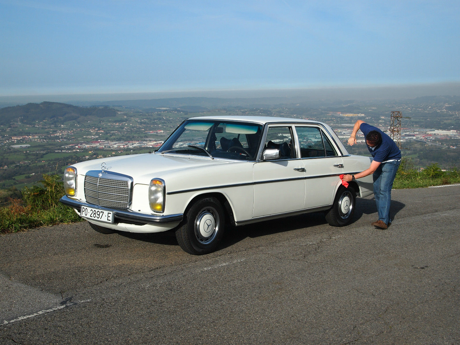Mercedes benz w114 230 6 1975 for sale in oviedo spain for Mercedes benz official site usa