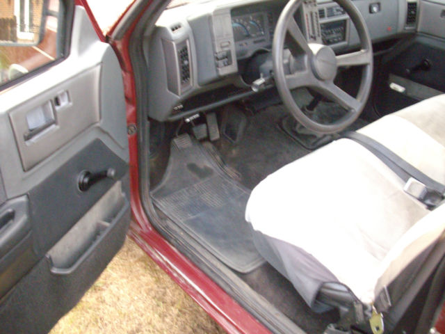 used chevy s 10 pickup truck 2wd 5 speed manual transmission runs good. Black Bedroom Furniture Sets. Home Design Ideas
