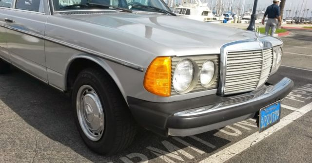 VERY DRY CALIFORNIAN 79 MERCEDES W123 300D DIESEL AUTOMATIC ONLY 141K MILES