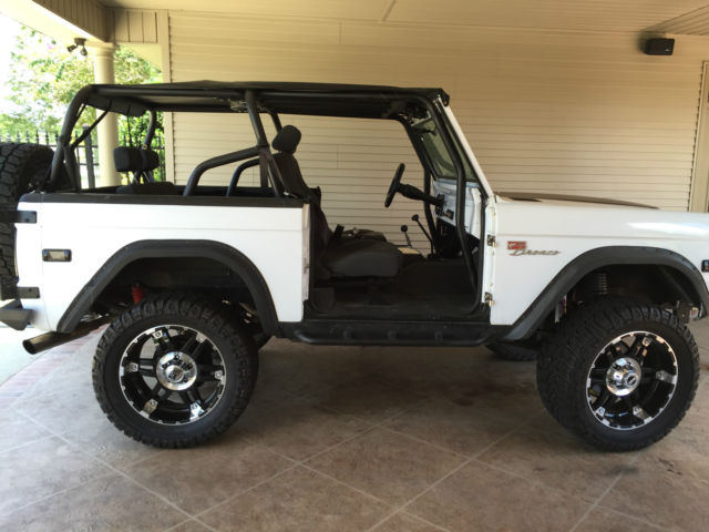 white 2 door 1975 ford bronco w rhino lining refurbished oct 2014. Black Bedroom Furniture Sets. Home Design Ideas